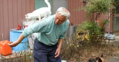 Uprkos radijaciji, ostao u Fukušimi da hrani životinje!
